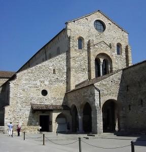 800px-Aquileia_Basilica,_esterno_-_Foto_Giovanni_Dall'Orto